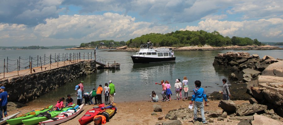 Explorando la naturaleza: New Haven community visit to Outer Island!